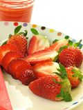Plate of strawberries, closeup Royalty Free Stock Photography