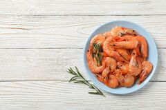 Free Plate With Shrimps On Background, Top View Royalty Free Stock Photos - 172915088