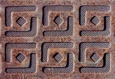 Plateado de metal con grabado de diseños cuadrados Imagen de archivo