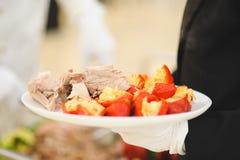 Plateau avec de la viande et le poivre Photo libre de droits