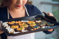 Plateau avec des biscuits photo libre de droits