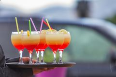 Plateau avec des cocktails avec la paille Photographie stock libre de droits