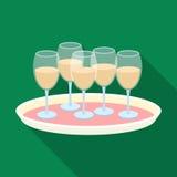 Plateau avec l'icône en verre de champagne dans le style plat d'isolement sur le fond blanc Vecteur d'actions de symbole de servi illustration libre de droits