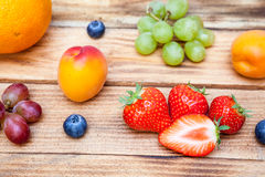 Plateau avec le fruit Photos stock