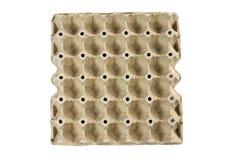 Plateau d'oeufs, emballage de carton de pile pour des oeufs d'isolement sur le fond noir images stock