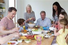 Plateau de déjeuner de famille photographie stock