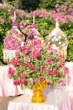 Plateau de fleur de Rose avec le piédestal Images stock