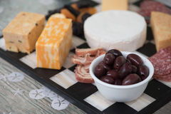 Plateau de fromage et de viande Photo stock