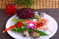Plateau de fruits de mer avec l'huître et la crevette photographie stock