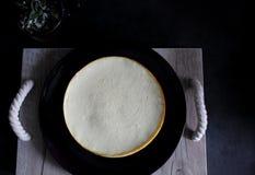 Plateau de gâteau au fromage photo stock