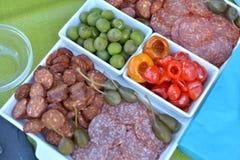 plateau de partie de fruit et de saucisse Photos stock