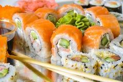 Plateau de petits pains de sushi photo libre de droits