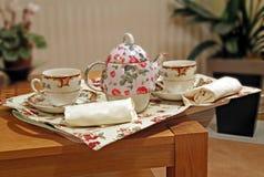 Plateau de thé de service d'étage Photo libre de droits