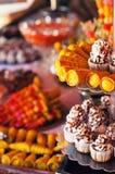 Plateau des pâtisseries pour la partie Photographie stock libre de droits
