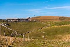 Plateau di casa della vecchia azienda agricola di Lessinia Italia Immagini Stock Libere da Diritti