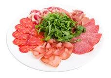 Plateau délicieux de viande avec l'arugula Photos stock