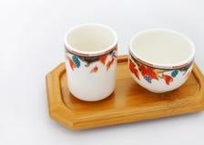 Plateau en bois chinois de cuvettes de thé Photographie stock