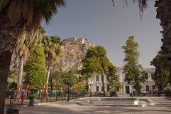 Plateau près de parc à la ville de Nafplio photos stock