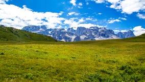 Plateau verde delle dolomia in Trentino Fotografia Stock