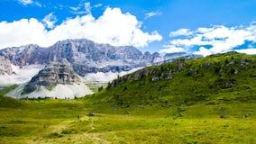 Plateau verde delle dolomia in Trentino Fotografia Stock Libera da Diritti