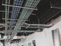 Plateaux électriques pour élém. élect. et des données image stock
