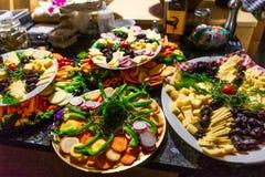 Plateaux colorés de nourriture image libre de droits