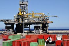 Plateforme pétrolière en panne photographie stock libre de droits