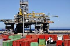 Plateforme pétrolière en panne photographie stock