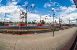 Plates-formes dans le terminal de rail de Moskovsky Image libre de droits