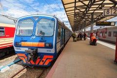 Plates-formes dans le terminal de rail de Moskovsky Image stock