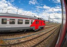 Plates-formes dans le terminal de rail de Moskovsky Photographie stock