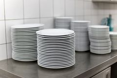 Plates in the kitchen Royalty Free Stock Photography