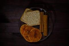 Platillo con las galletas Imagen de archivo libre de regalías