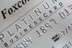 platina för kreditering för affärskort Arkivbild