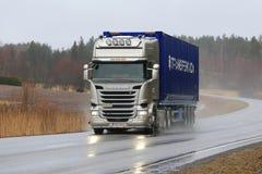 Platinum Scania Semi Trailer Trucking in Wet Weather Stock Photos
