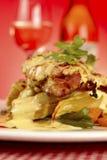 Plato acodado gastrónomo de lujo del restaurante del pollo Imágenes de archivo libres de regalías
