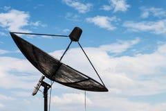 Plato basado en los satélites con el cielo azul Imagen de archivo libre de regalías