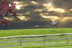 Plato basado en los satélites de la puesta del sol Imagenes de archivo