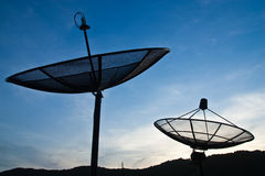 Plato basado en los satélites y cielo Imagen de archivo