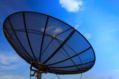 Plato basado en los satélites y cielo azul Fotos de archivo libres de regalías
