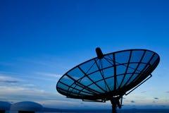 Plato basado en los satélites con el cielo de la mañana Foto de archivo libre de regalías