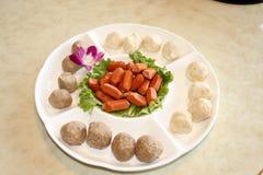 Plato caliente del pote una masa redonda de la comida Imagenes de archivo