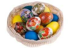 Plato celebrador con los huevos de Pascua Foto de archivo libre de regalías