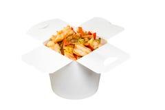 Plato chino de los alimentos de preparación rápida en caja del Libro Blanco Fotos de archivo