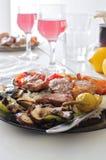 Plato con la carne y las verduras Foto de archivo libre de regalías