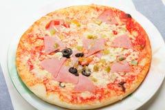 Plato con la pizza Foto de archivo