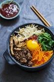 Plato coreano del bibimbap foto de archivo