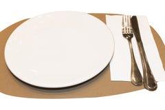 Plato, cuchara y bifurcación blancos a creativo para el diseño y la decoración imagen de archivo libre de regalías
