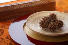 Plato de bambú étnico Fotografía de archivo