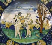 Plato de cerámica antiguo de la cerámica del renacimiento Imagen de archivo libre de regalías